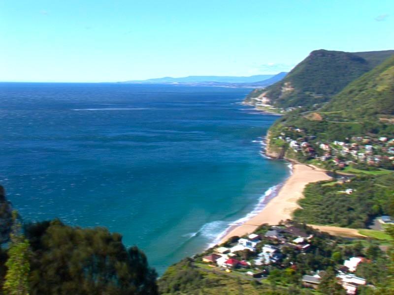 如果沿大太平洋路(Grand Pacific Drive)從悉尼開車去,路上就能見到這樣的景。
