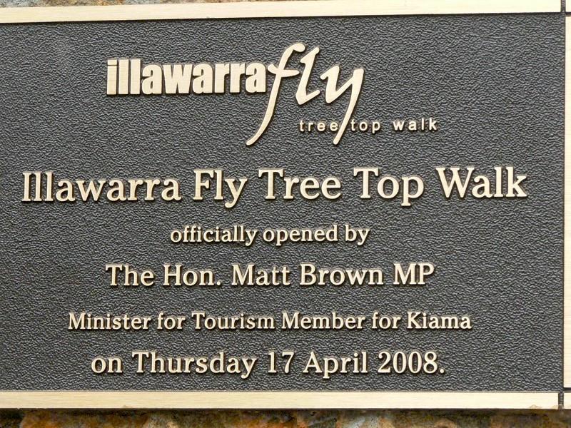 公園入門處的標牌,上書公園英文名稱,及這塊標牌的奠基時間:2008年4月17日