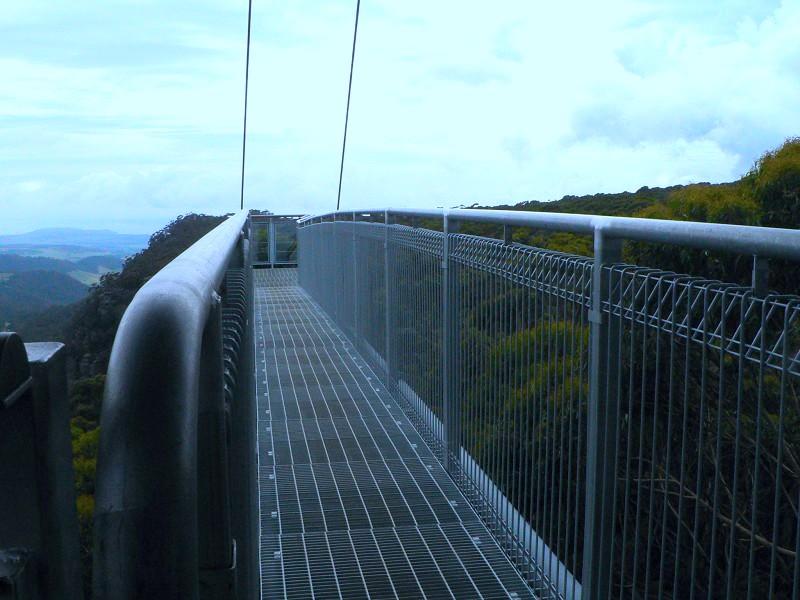 棧道是全鋼結構的。