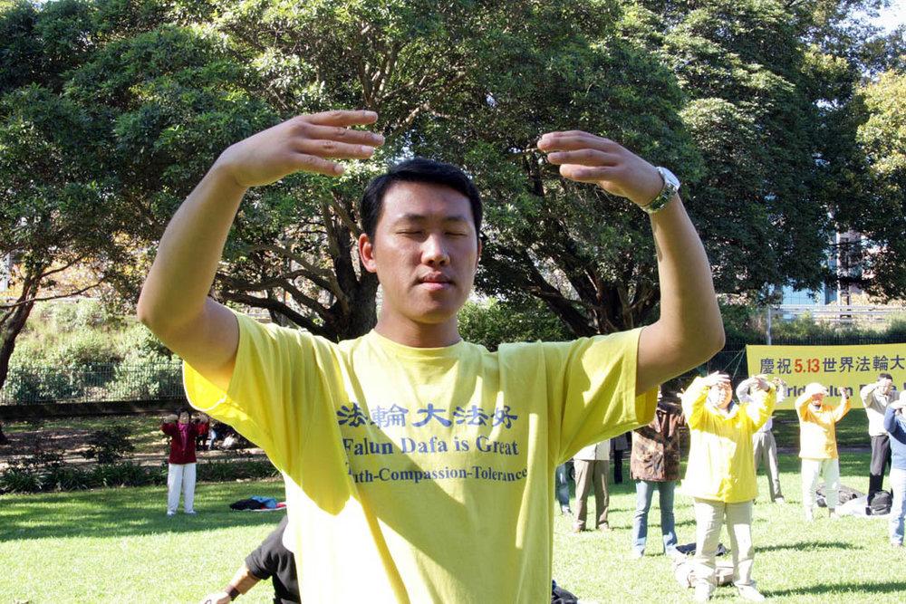 法輪功學員在悉尼Belmore公園煉功(明慧網)。