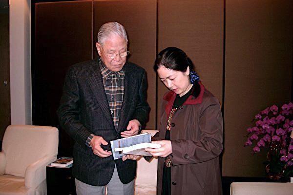 2004年1月,曾錚臺北李府拜會李登輝(智慧出版社)。