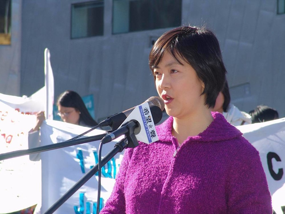Jennifer giving a speech at a Falun Gong rally in Melbourne, Australia, on June 7, 2005