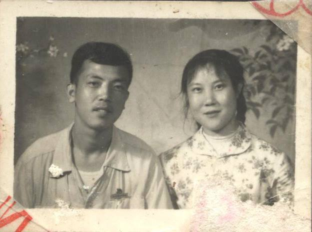 Jennifer Zeng 's mother and father. 曾錚父母年輕時。