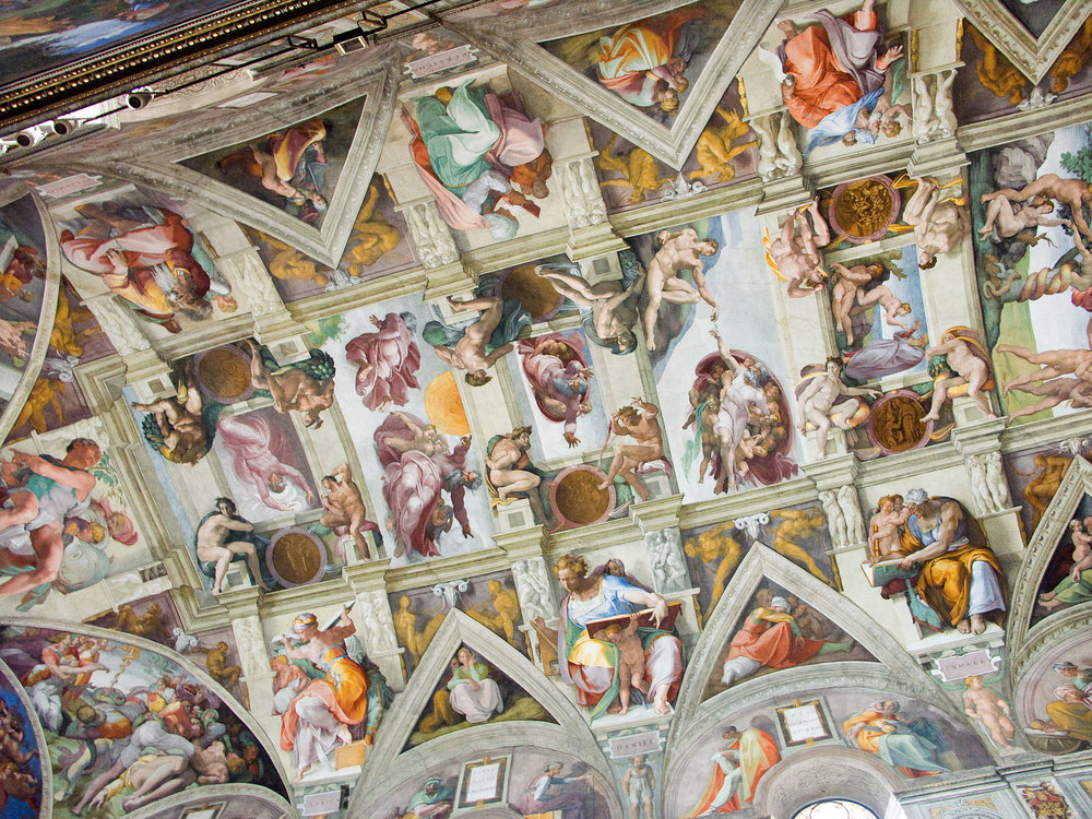 Michelangelo painted the ceiling of the  Sistine Chapel ; the work took approximately four years to complete (1508–12) 米開郞基羅用了四年的時間(1508-12)來完成西斯廷天頂畫。(公共領域)