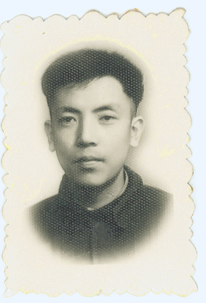 Profile photo of my father at university. Ever since my childhood, I have believed that this is what a handsome man should look like. 父親學生時代的標準照。我小時候心目中的美男子,就應該是這樣子。