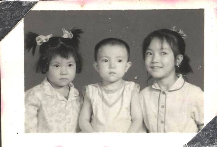 Photo: My first photo ever with my two sisters, taken after five members of our family were finally allowed to live together. 我與兩個妹妹的第一張合影,攝於我們全家終於被允許生活在一起之後。