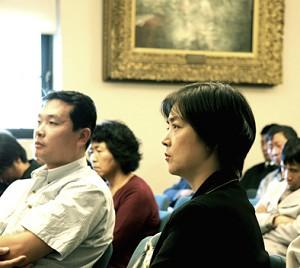 原告曾錚在聽眾席中(大紀元记者安娜摄)