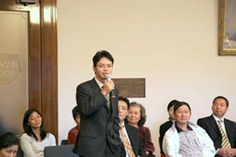 陳用林在閉庭後的座談會上發言(大紀元记者安娜摄)