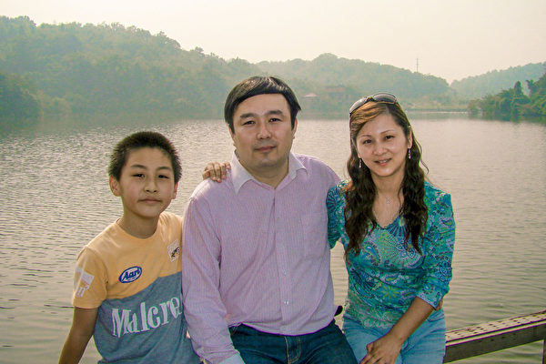 Yiming Li with his parents.