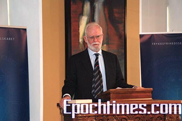 丹麥出版自由協會主席、丹麥資深記者,歷史學家拉斯. 海德高. 延森