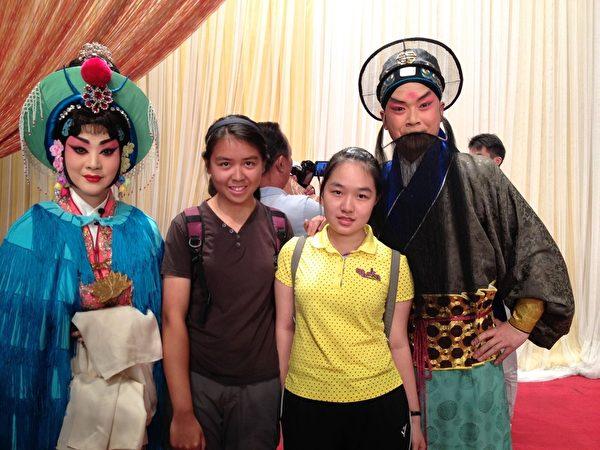 周美麗家的小留學生。周美麗經常帶她們去體驗當地文化生活。(周美麗提供)