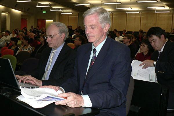 加拿大人權律師大衛‧麥塔斯與加拿大前亞太司司長大衛‧喬高(右) (大紀元)