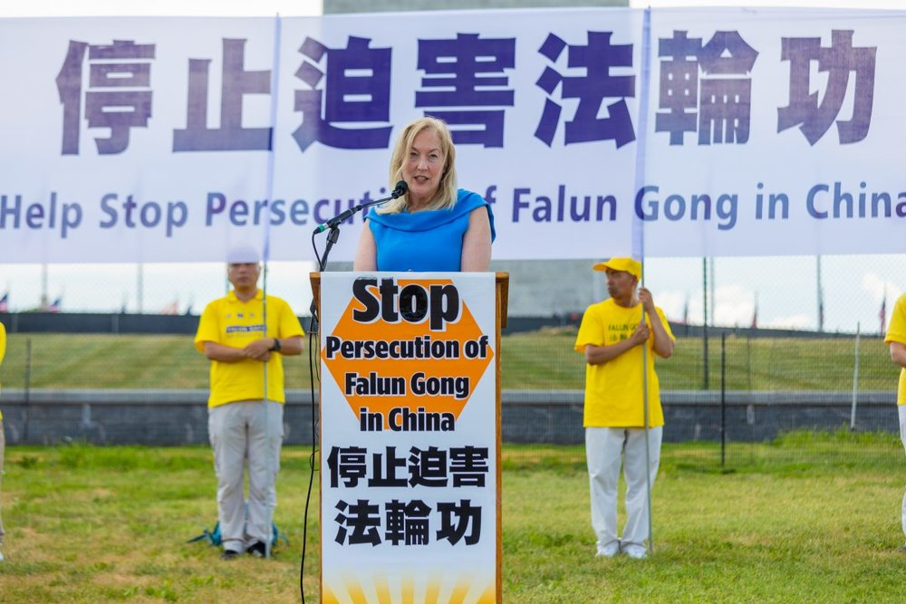 Dr. Linda Lagemann, commissioner of the Citizens Commission on Human Rights, speaks a rally calling for an end to the persecution of Falun Gong, before the Washington Monument on July 19, 2018. (Mark Zou/The Epoch Times)