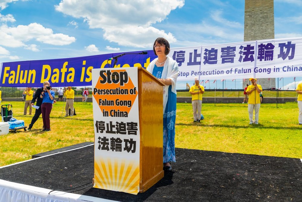 Dr. Zhang Yuhua, a university professor at Nanjing Normal University in China, appeals for an end to the detention of her husband in China, before the Washington Monument on July 19, 2018. (Mark Zou/Epoch Times)