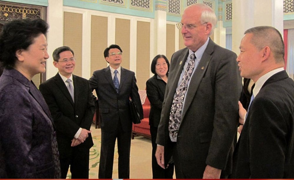 A screenshot of the website of Oregon China Sister State Relations Council featuring Lan Jin introducing Oregon Senator Bill Hansell to Liu Yandong at Zhongnanhai, China's central government compound, during Oregon Legislative Trade Mission to China in October, 2015. (Screenshot/ Oregon China Sister State Relations Council)