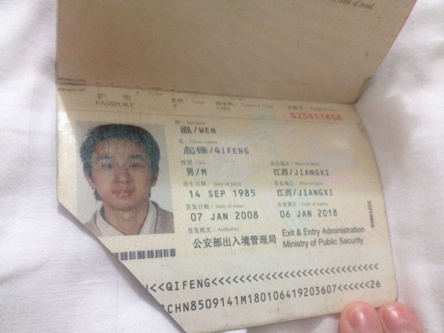 "This is a revoked passport of Wen Qifeng, a member of ""Citizen Power Initiatives for China"" and Democracy Party of China. I found it when I searched for ""passport revoked"". His article about his case (in Chinese) was  here .   這是公民力量、中國民主黨溫起鋒被毀掉的護照。我在網上搜「被毀護照」時,找到了這個。他的文章發表在: https://blog.boxun.com/hero/201601/mark/12_1.shtml"