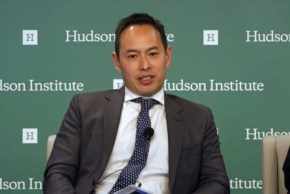 "John Lee speaks at a panel discussion on ""U.S.-China Rivalry: Southeast Asia's Tough Choice"" at the Hudson Institute in Washington on Nov. 19, 2018 (Wu Wei/NTD)"