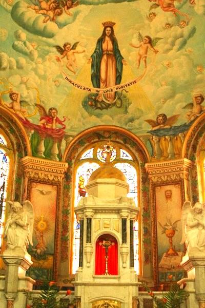 教堂內的壁頂畫。