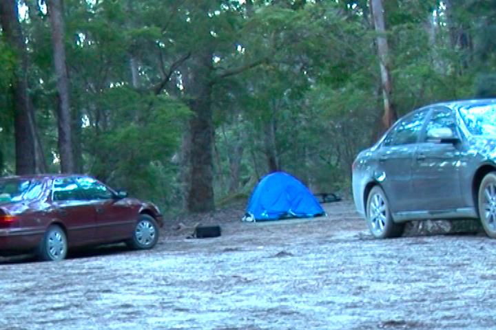 這是「我們家」的帳篷、「我們家」的汽車及「鄰居家」的車。