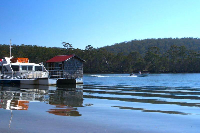 不知其名的湖面,也是渡假的好去處