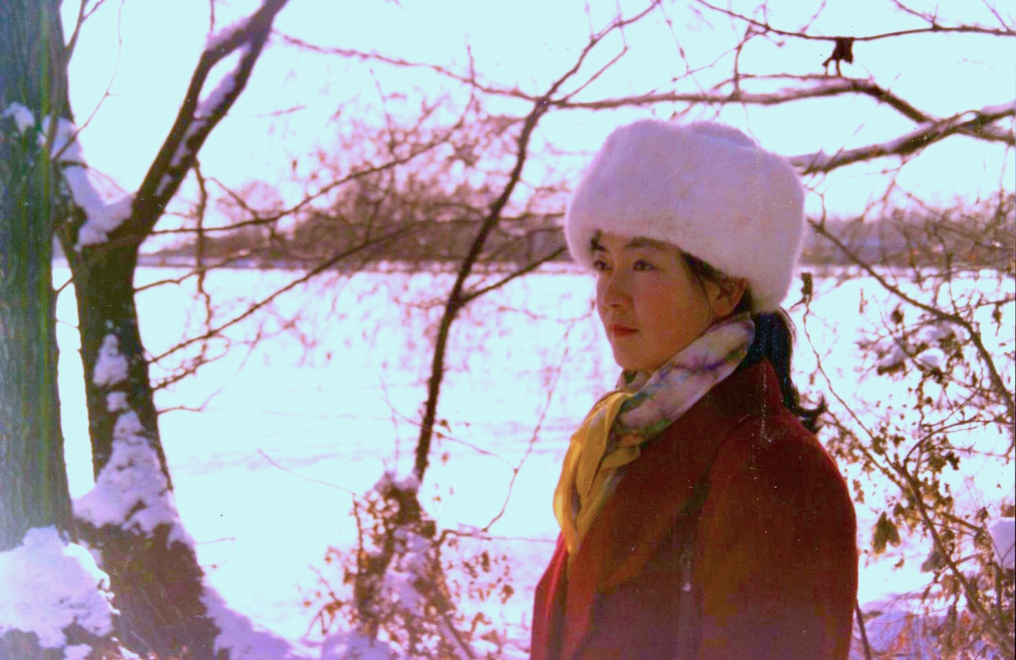 Jennifer at Summer Palace in Beijing in 1991. 曾錚1991年攝於北京頤和園。