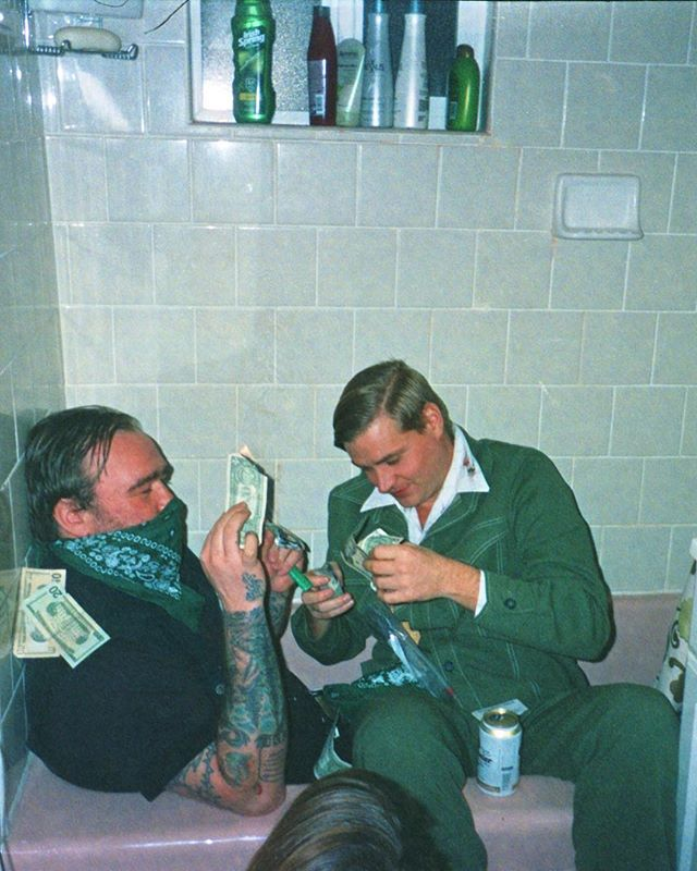 📸: The Weekend . . . . .  #theweekend #bathtub #money #outlaws #disposablecamera #35mm #grouppic #goodmusic #capture #moment #analoguevibes #filmisnotdead #snapshot #exposure #ishootfilm #filmphotography #shotonfilm #filmcamera #getlost #explorer #exploretocreate #keepexploring #stayandwander #ontour #portraits #justgoshoot #wanderlust #shotwithlove #portraits_ig #vibes