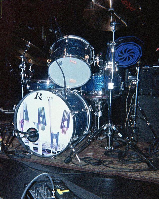 📸: @arielxpink . . . . . #arielpink #drumset #drumkit #drums #disposable #disposablecamera #35mm #staybrokeshootfilm #instago #instapassport #analoguevibes #filmisnotdead #snapshot #ishootfilm #filmphotography #shotonfilm #getlost #justgoshoot #bts #behindthescenes #vibes