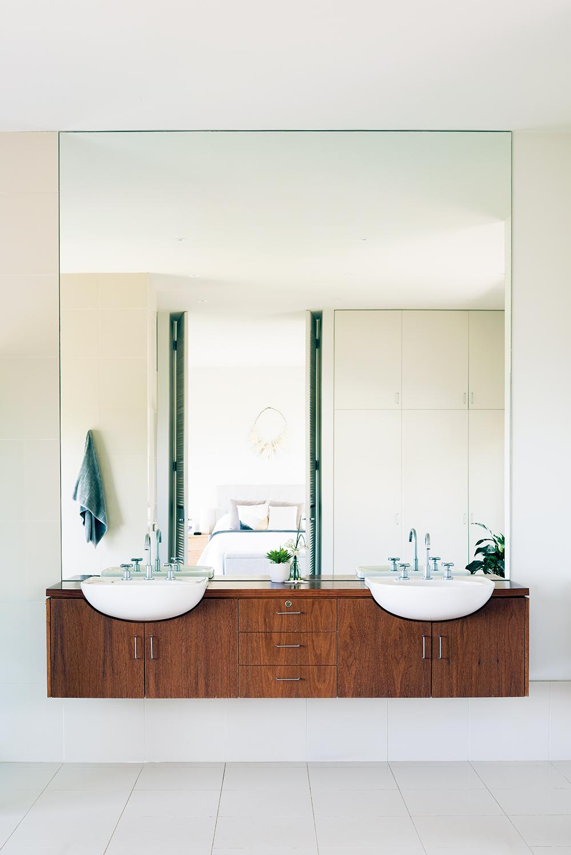 Bathroom_pp216_sml.jpg