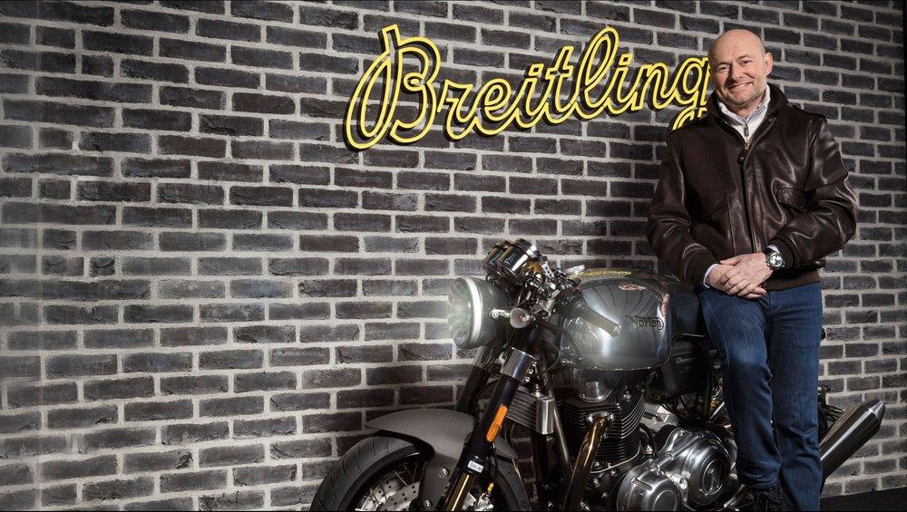 Auf einer Norton: Breitling-CEO Georges Kern.
