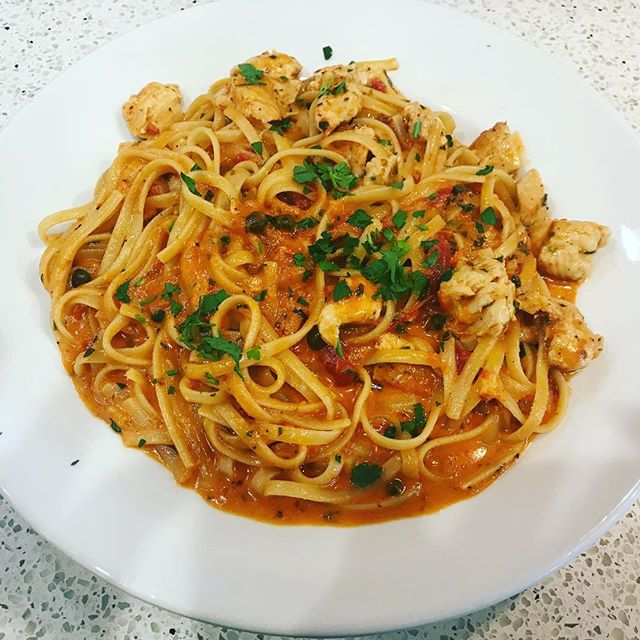Have you tried our Pasta Riviera? Linguine with chicken, capers, marinara and cream sauce with Marsala wine🍝 Pair it with one of our draft beers🍺 or a glass of wine 🍷 and you'll be in Italian  food heaven! 🇮🇹