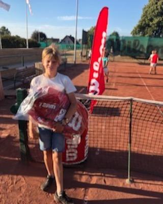 Demokväll med Wilson och Vitaminwell. Lekar och tävlingar avslutades med en Taccobuffe. Go Wilson Tennis Camp👍👏 #wilsontennisswe