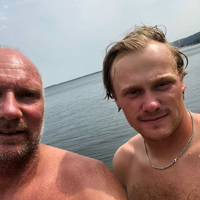 Varmt idag på lägret. Även vi tränare passade på att ta ett dopp på lunchen. Båstad 33 grader👍☀️