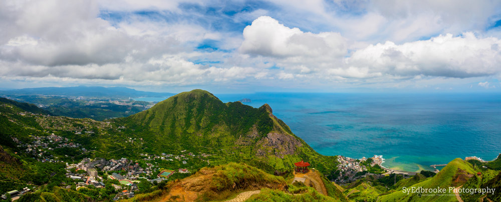 A panoramic shot of the summit, stitched together in lightroom shot at f11, ISO 100, 1/100, 24mm (stitched)