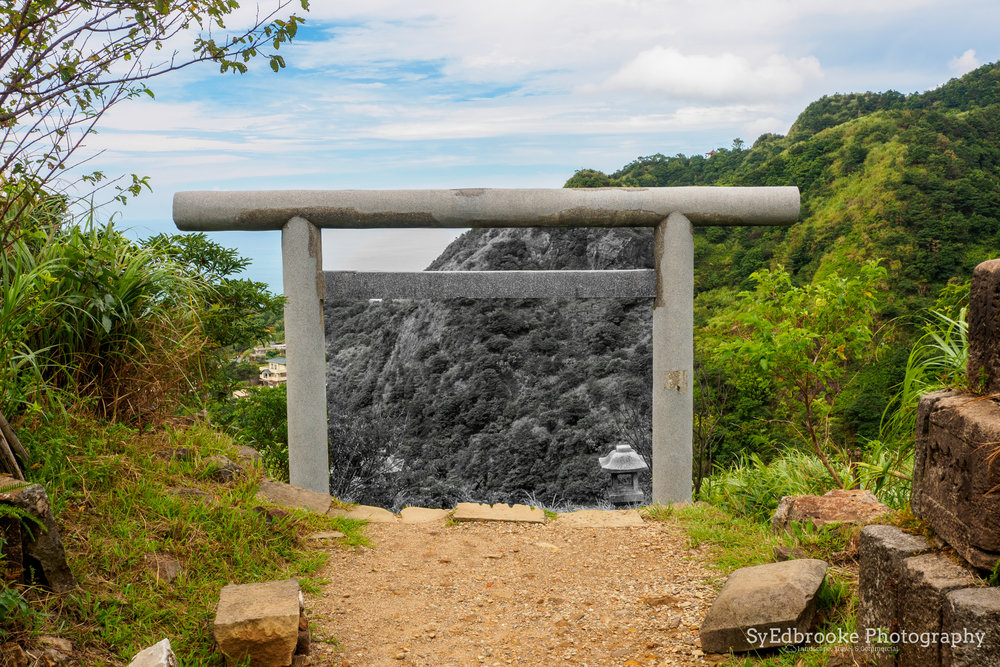 The end of the trail! (it isn't a time portal! promise ^^ . f11, ISO 320, 1/60, 38mm