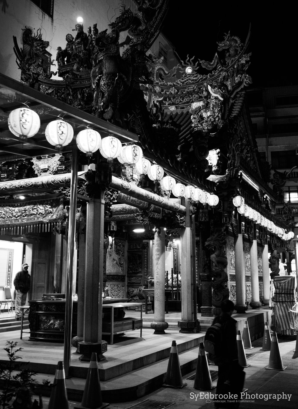 One of the smaller temples at the start of Old Street. f1.8, ISO 1600, 1/40, 17mm