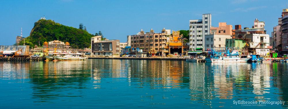 Yeuliu harbor. f14, ISO 200, 1/50, 19mm