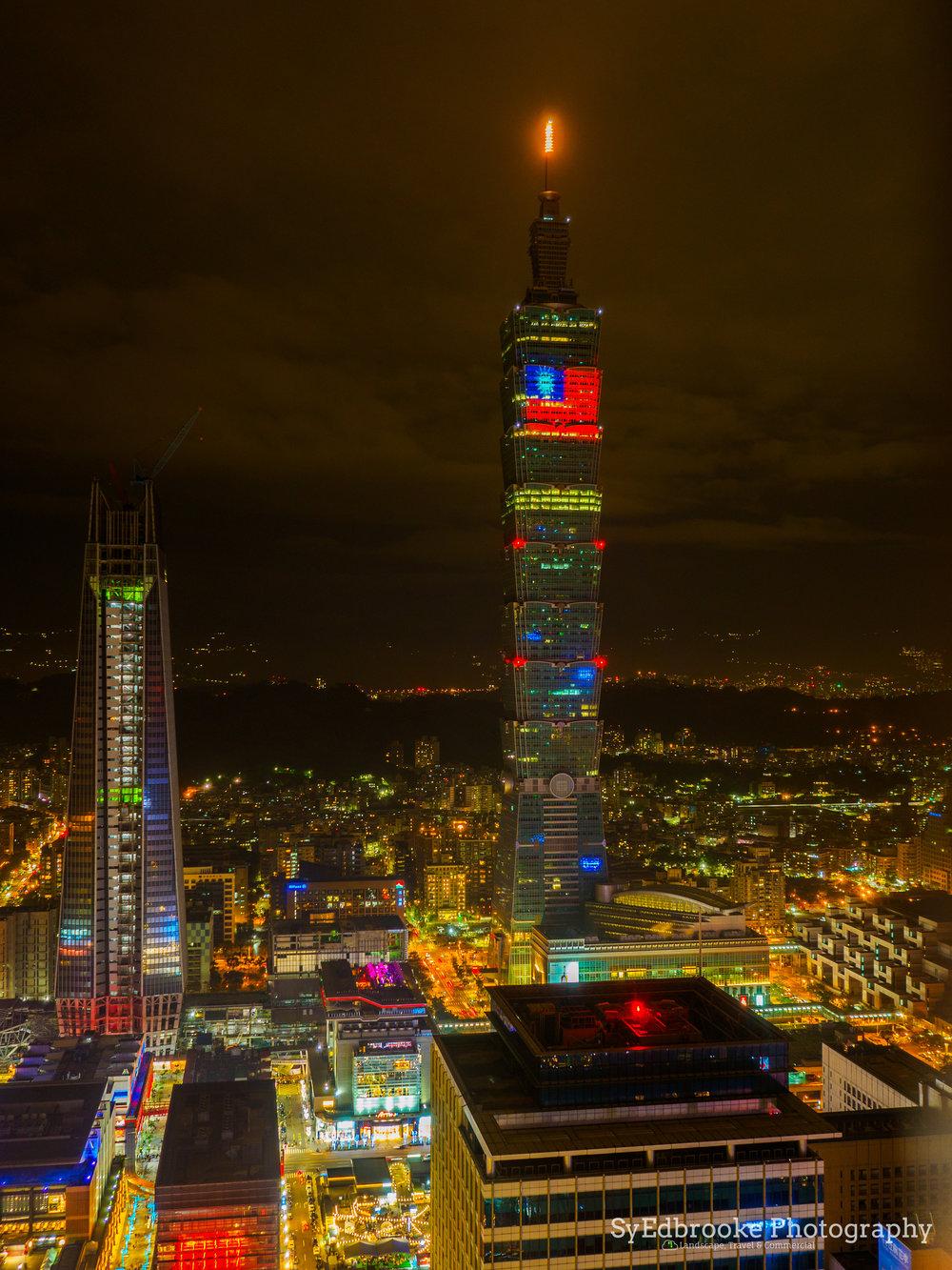 Taipei 101. f3.5, ISO 200, 1, 35mm