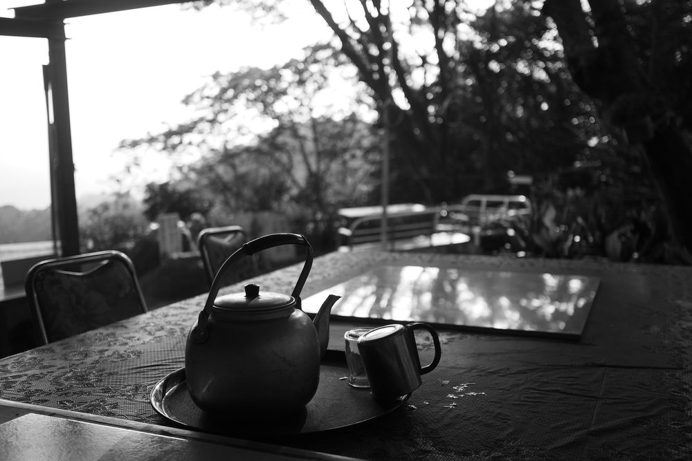 Tea & mountains. f1.8, ISO 200, 1/500, 35mm
