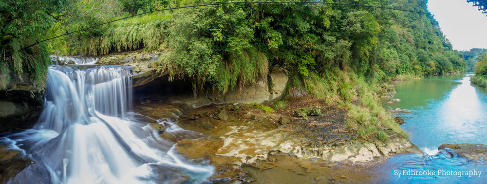 a panoramic of the first falls. 24mm, ISO 64, f22, 1sec