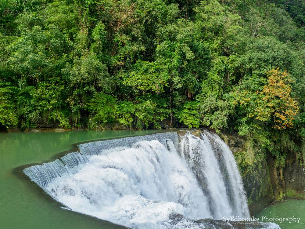 The main falls in Shifen. 24mm, ISO 64, f11, 1/50