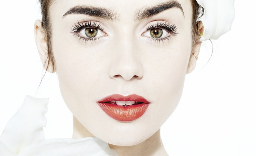 lily_collins_08_1093_002_highrespe.jpg