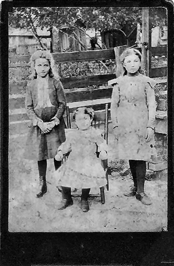 Edith (Eda), Emily & Lillie Graf