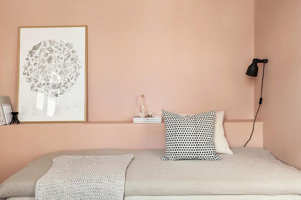 Pink walls, black lamp