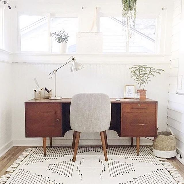 #Repost @ginarachelledesign ・・・ #officedecor #interiordesign #homeinspiration #instahome #dreamhome #whiteinterior #interior #interiordesigner #scandinavianhome