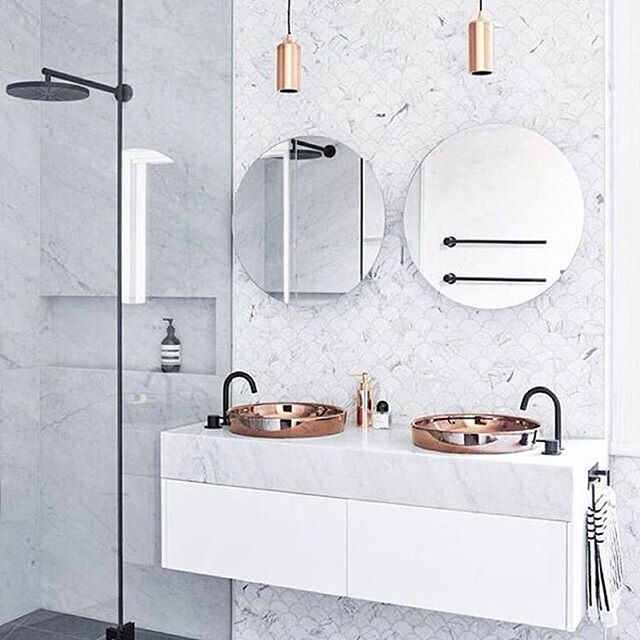 #Repost @ekenstam_fastighetsmaklare ・・・ #brass #marble #bathroom #bathroomideas #bathroomdesign #interiordesign #brassdetails #marblebathroom