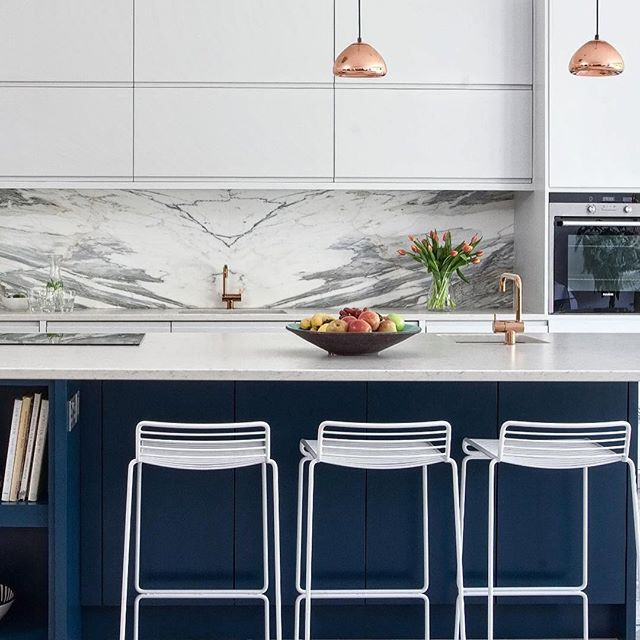 #Repost @suziemcadam ・・・ #suziemcadamdesign  #interiordesign #interior #kitchen #kitchendesign #kitchenbacksplash #homedecor #homestyle #stylishhome