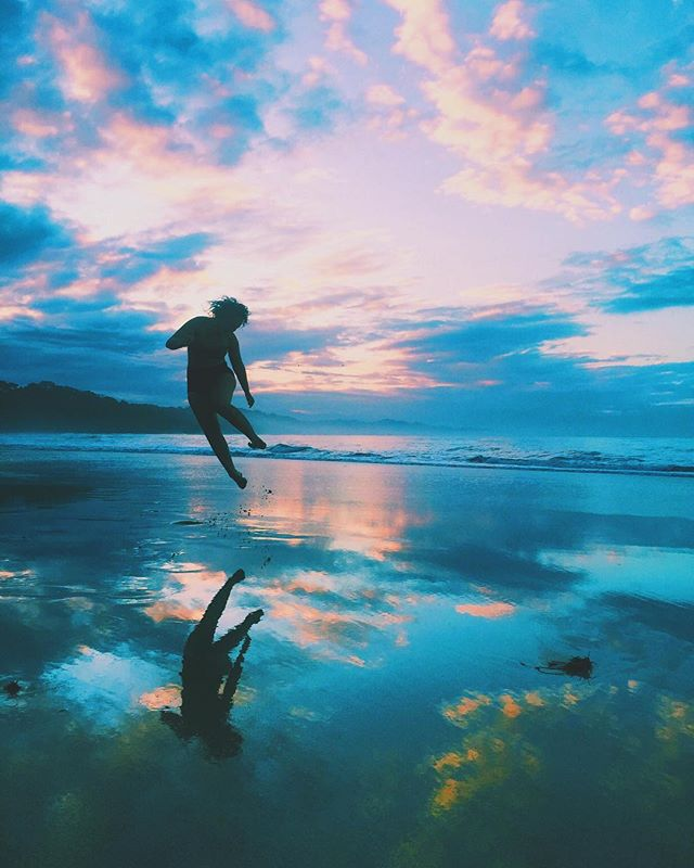 We love every bit of ocean life as we do mountain. Especially when sunsets are real good like this 💓 . . . . . #workyourwild #sunsetvibes #yogaretreat #travelforsunsets #goodvibes #jumpforjoy #sacredspace #beachlife #womensretreat #yogaandhike