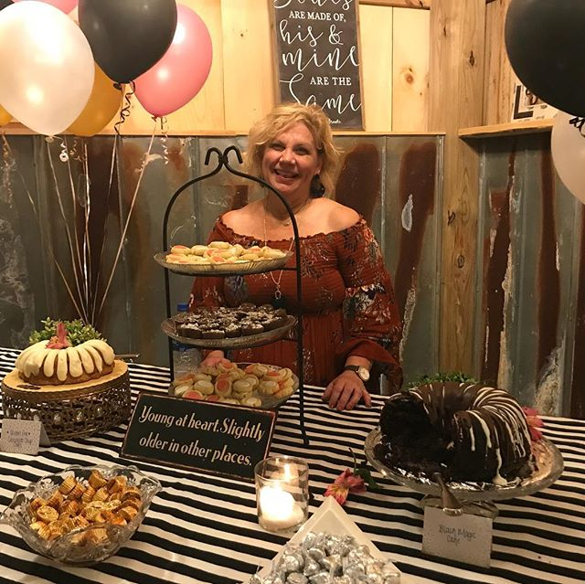 Celebrating this sweet lady's Birthday, she danced the night away with her dear friends at the Barn!🎉🎂. What an awesome time!