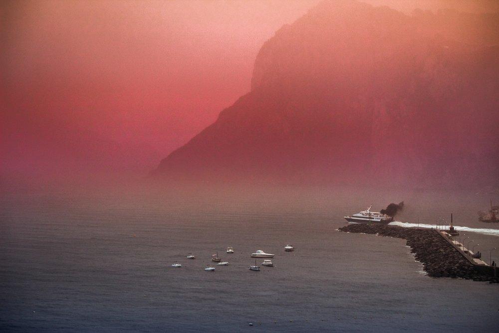 Cloud Red Capri