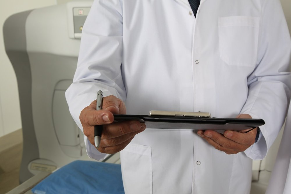 qualifications of an assistant physician and associate physician